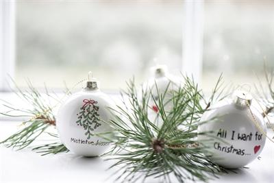 2020 - glas julekugler med tekst fra Ib Laursen - 2 stk. - Ø6 cm