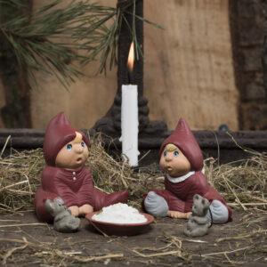 Bette Knud & Bette Inger med grød og 2 mus Klarborg nisser