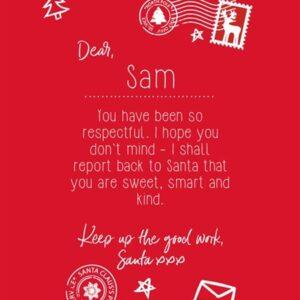 Rød T-shirt - brev fra julemand - med broderet navn på